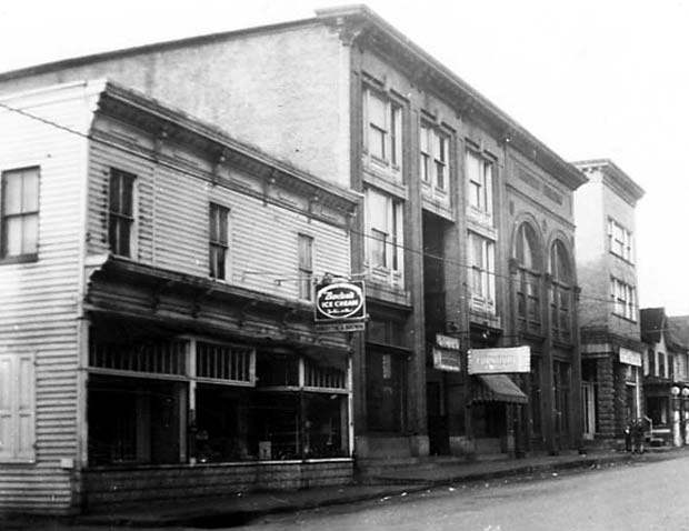 1917 photograph includes the Arcade Building